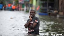 ARCHIV 2016 +++ -- BEIJING, May 22, 2016 -- An old man makes his way through floodwaters in Kelaniya District, Sri Lanka, May 20, 2016. The death toll from Sri Lanka s flash floods and landslides rose to 64 on Friday as water levels in many districts continued to rise owing to heavy rains, the Disaster Management Center said. ) (cyc) WEEKLY CHOICES OF XINHUA PHOTO A.xRajhitha PUBLICATIONxNOTxINxCHN 160522 Beijing May 22 2016 to Old Man makes His Way Through flood waters in Kelaniya District Sri Lanka May 20 2016 The Death toll from Sri Lanka S Flash floods and landslides Rose to 64 ON Friday As Water Levels in MANY Districts Continued to Rise Owing to Heavy Rains The Disaster Management Center Said cyc Weekly Choices of XINHUA Photo a PUBLICATIONxNOTxINxCHN