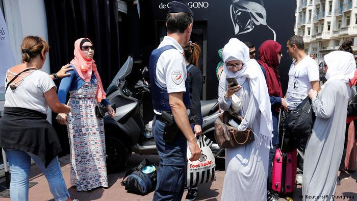 Cannes Filmfestival Burkini-Aktion von Milliardär Rachid Nekkaz (Reuters/R. Duvignau)