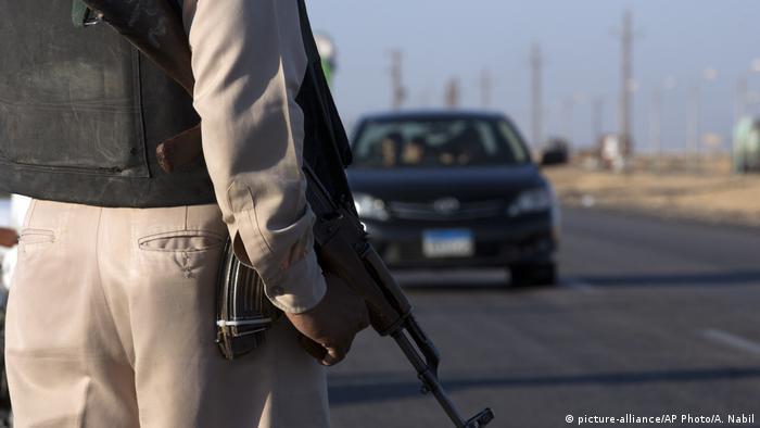 Ein Polizist in der Nähe des Anschlagsortes