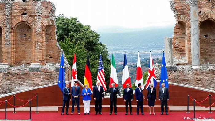 G7-Treffen Sizilien EU President Tusk, Canadian PM Trudeau, German Chancellor Merkel, U.S. President Trump, Italian PM Gentiloni, French President Macron, Japanese PM Abe, Britain's PM May EU President Jean-Claude Juncker pose in Taormina
