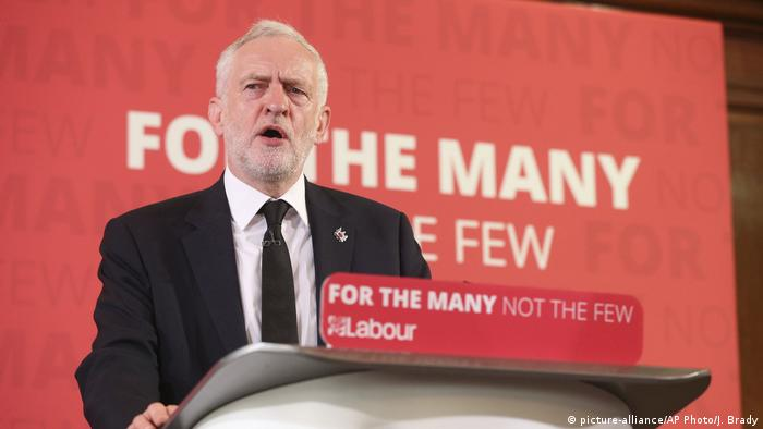 UK Parlamentswahlen- PK des Labour-Parteichefs Jeremy Corbyn (picture-alliance/AP Photo/J. Brady)