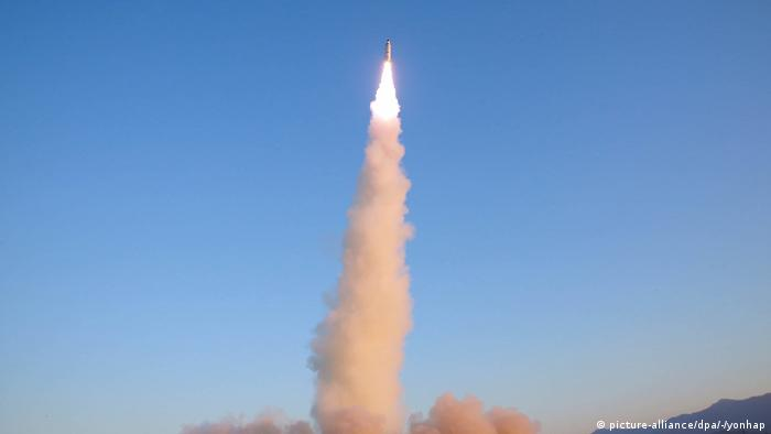 Raketentest Nordkorea (picture-alliance/dpa/-/yonhap)