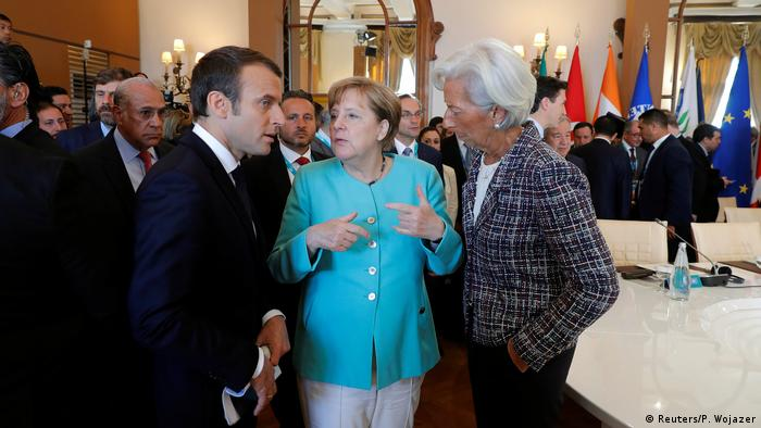 Trumpkritiker unter sich: Emmanuel Macron (l.) im Gespräch mit Kanzlerin Angela Merkel und der IWF-Chefin Christine Lagarde (r.)