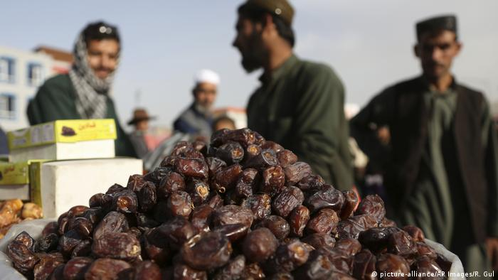 Afghanistan Start des Fastenmonats Ramadan (picture-alliance/AP Images/R. Gul)