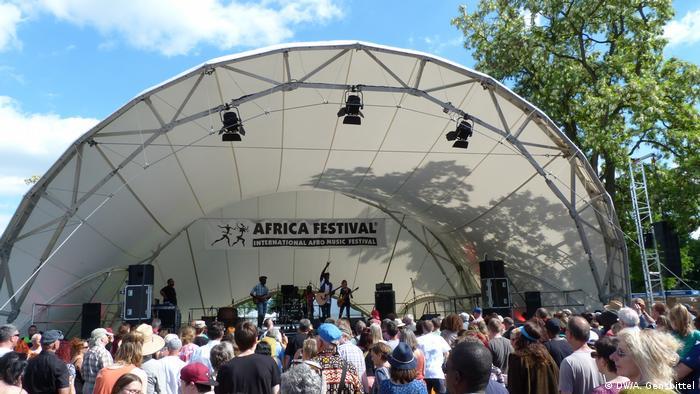 Offene Bühne des Africa Festivals in Würzburg bei dem Konzert der Gruppe Takeifa aus dem Senegal
