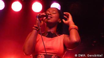 Sängerin Elida Almeida aus den Kapverden bei ihrem Auftritt auf dem Africa Festival in Würzburg