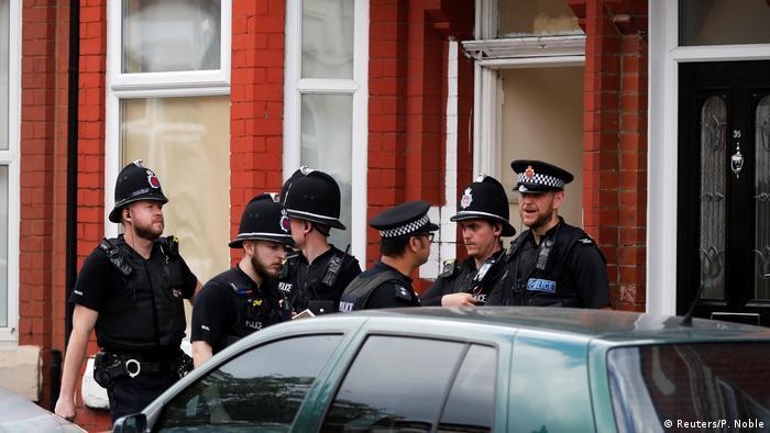 Manchester nach dem Anschlag Ermittlungen in Moss Side (Reuters/P. Noble)