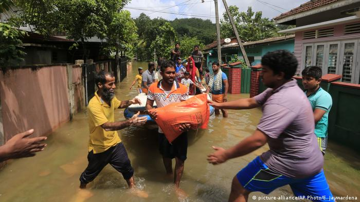 Sri Lanka - Überschwemmung (picture-alliance/AP Photo/E. Jaywardena)