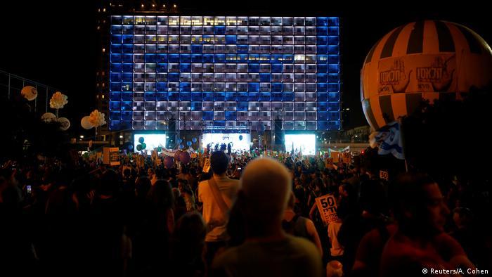Israel Tausende demonstrieren für Zwei-Staaten-Lösung in Tel Aviv (Foto: Reuters/A. Cohen)