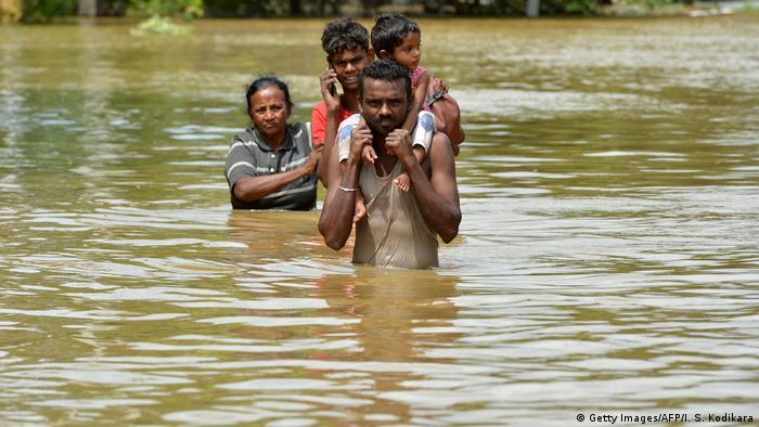 Sri Lanka Zahl der Opfer nach Überschwemmungen auf über 100 gestiegen (Getty Images/AFP/I. S. Kodikara)