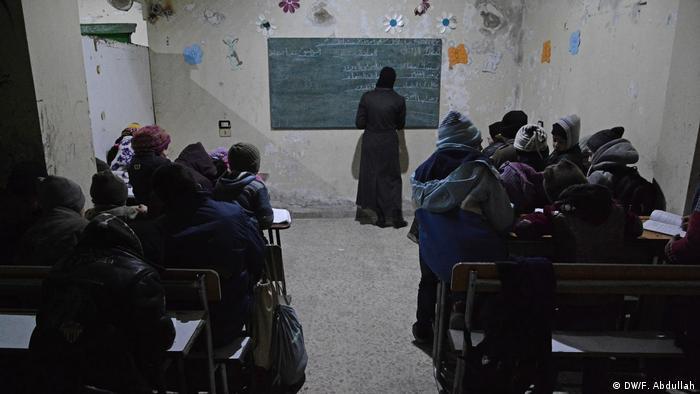 Escuela bajo tierra en Duma.