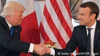Belgien Donald Trump und Emmanuel Macron auf dem NATO Treffen in Brüssel (Getty Images/AFP/M. Ngan)