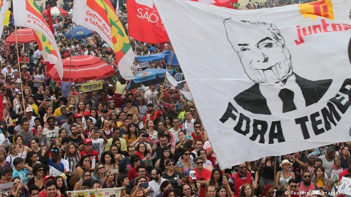 Tens of thousands take to Rio's Copacabana Beach to demand President Temer's resignation