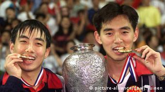 Tischtennis WM 1999 Linghui Kong & Guoliang Liu (picture-alliance/dpa/J. Juinen)