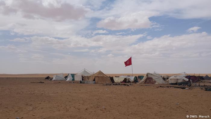 Tunesien - Gouvernorat Tataouine: Blick auf die Reste des Protestcamps in Kamour