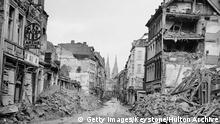 +++ Bildergalerie Kölner Bombennacht +++ The ruins of the city of Cologne, following heavy bombing by the Allies during World War II, 1945. The city's famous cathedral is visible in the distance. (Photo by Keystone/Hulton Archive/Getty Images)