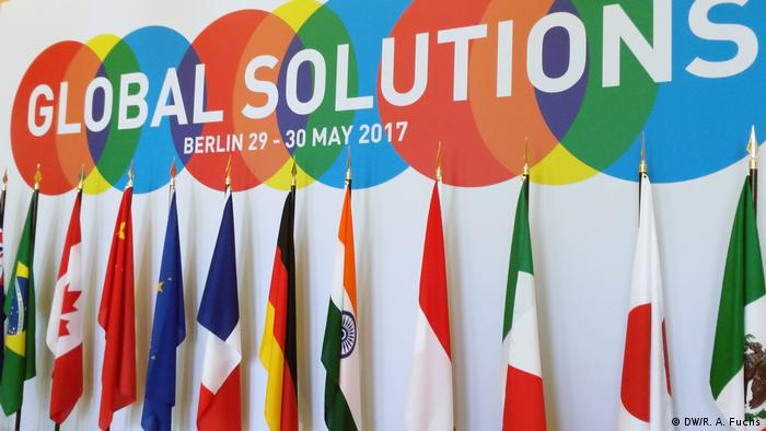 Logo und Flaggen: Global Solutions Think 20 Summit 2017 in Berlin