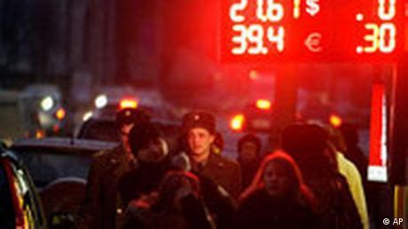 Russland Währung Rubel gegen Dollar gefallen Straße in Moskau