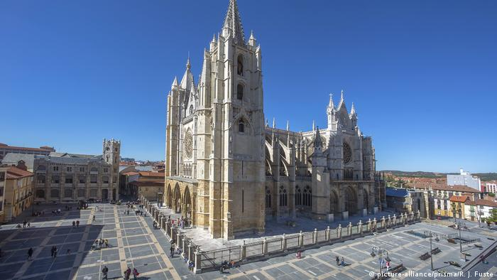 The cathedral in Leon seen from the side