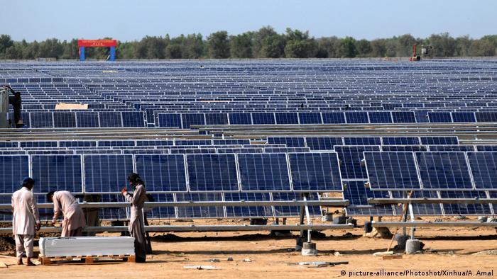 A solar farm in Bahawalpur, Pakistan
