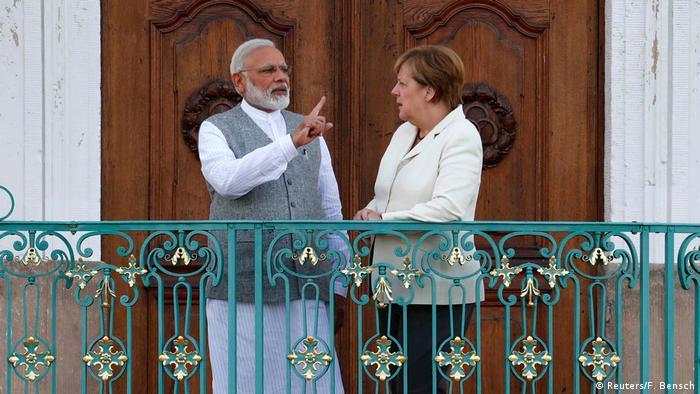 премьер-министр Индии Нарендра Моди во время визита в Германию. На фото: Моди и глава кабинета министров ФРГ Ангела Меркель