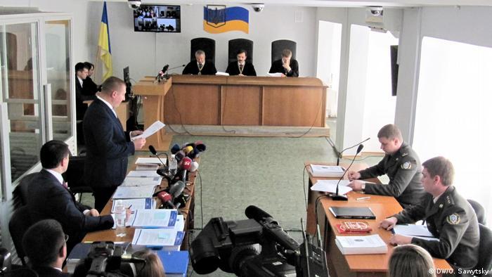 Суд у справі про держзраду: Захист Януковича затягує процес