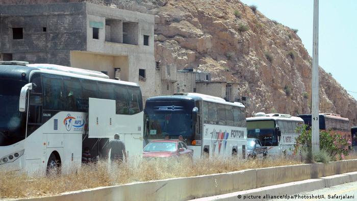 Syrien Evakuierung von Rebellen aus Damaskus hat begonnen (picture alliance/dpa/Photoshot/A. Safarjalani)