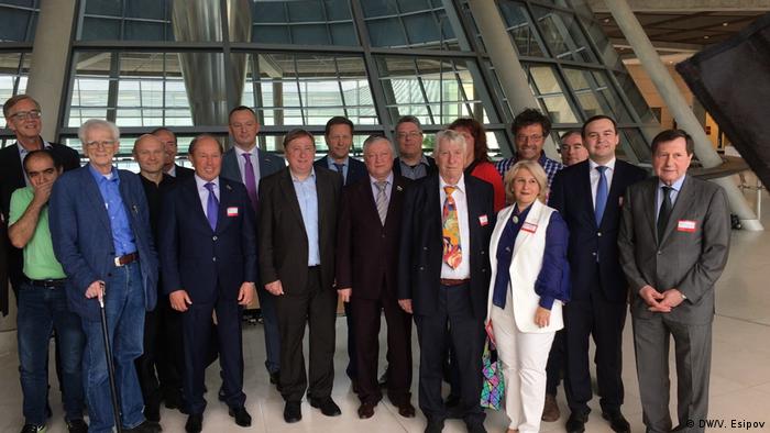 Депутаты Госдумы и бундестага после шахматного блиц-турнира в немецком парламенте
