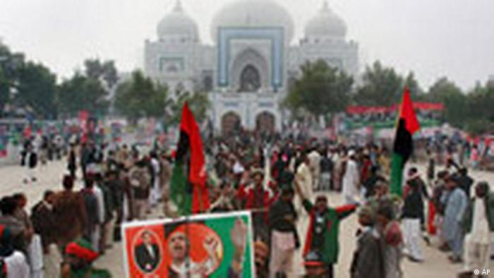 Gedenkveranstaltung für Benazir Bhutto (AP)