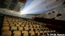 Titel: Cinema in Bangladesh Description: The situation of Cinema is not very up to the mark in Bangladesh. And so are the Cinema Halls... Keywords: Bangladesh, Dhaka, Copyright: M. Mamun Our Dhaka correspondent Mamun, Mustafiz has taken theye pictures and give DW the rights...