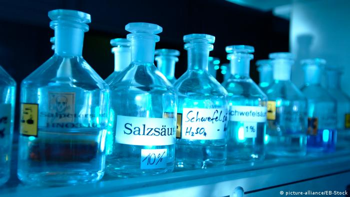 Symbolbild | Salzsaeure, Chemie, Chemiekalien (picture-alliance/EB-Stock)