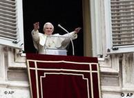 Решението на папата предизвика остра критика
