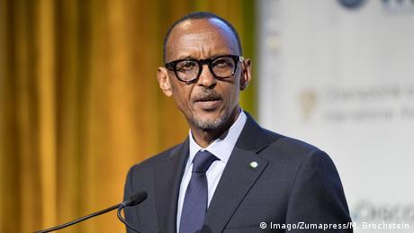 Paul Kagame im dunklen Anzug bei einer Rede (Imago/Zumapress/M. Brochstein)