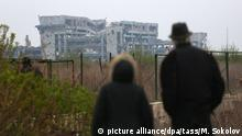 DONETSK, UKRAINE - APRIL 18, 2017: A view of the destroyed Donetsk Airport near the cemetery of the Iversky Monastery. Mikhail Sokolov/TASS Foto: Mikhail Sokolov/TASS/dpa |