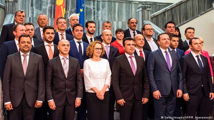 Mazedonien Kabinett von Premierminister Zoran Zaev im Parlament in Skopje (Getty Images/AFP/R. Atanasovski)