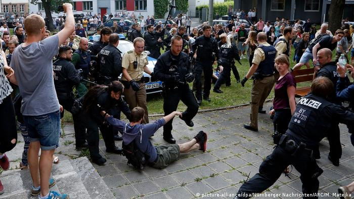 Deutschland Polizeieinsatz bei Schülerdemo gegen Abschiebung in Nürnberg