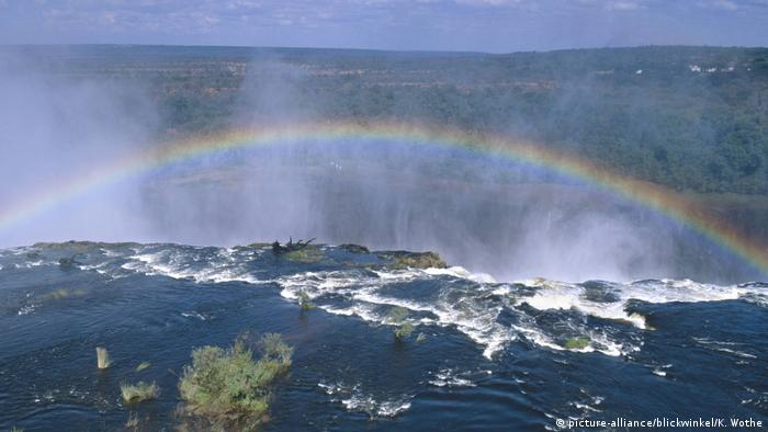Zambia / Zimbabwe | Victoria Falls. a rainbow in the mist created by the cascading waters (picture-alliance/blickwinkel/K. Wothe)