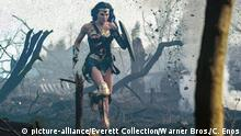 Wonder Woman (picture-alliance/Everett Collection/Warner Bros./C. Enos)