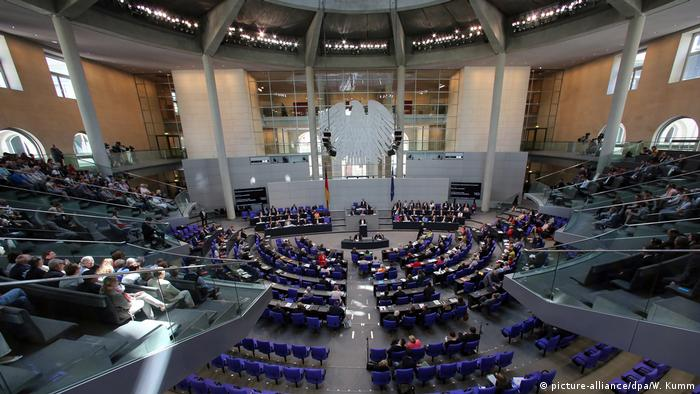 Bundestag (picture-alliance/dpa/W. Kumm)