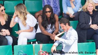 French Open - Roland Garros- Serena Williams mit ihrem Trainer (picture-alliance/abaca/N. Berzane)