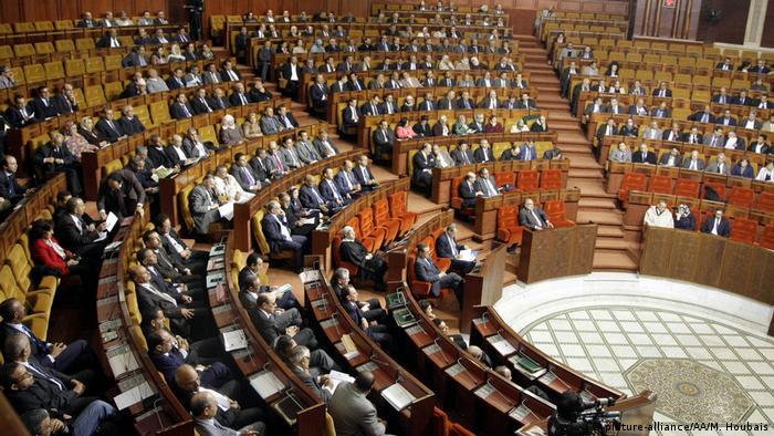 اهتزاز سياسي في المغرب بعد إقرار البرلمان فرنسة التعليم أخبار