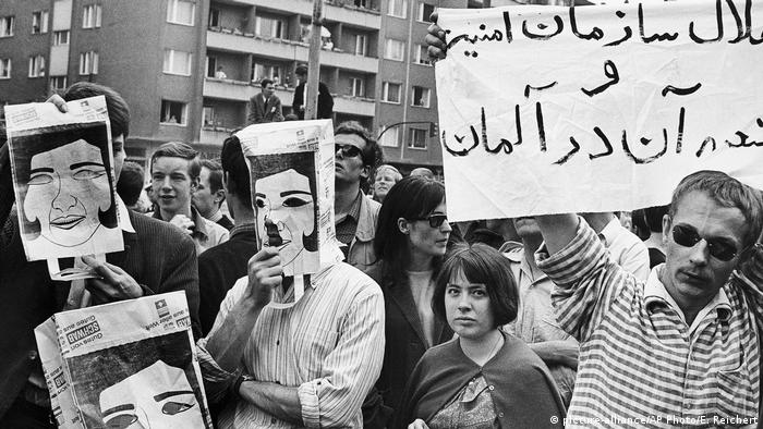 Anti-Shah Protests in Berlin 1967 (picture-alliance/AP Photo/E. Reichert)