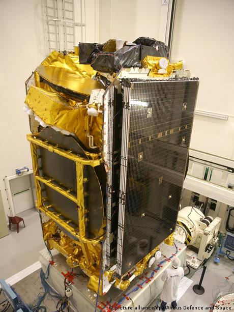 Frankreich Airbus Telekommunkationssatellit - Eutelsat 172B (picture alliance/dpa/Airbus Defence and Space)