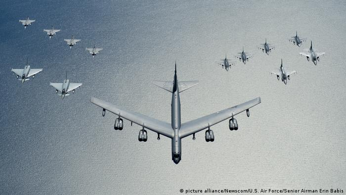 B-52 and F-16 planes over water (picture alliance/Newscom/U.S. Air Force/Senior Airman Erin Babis)