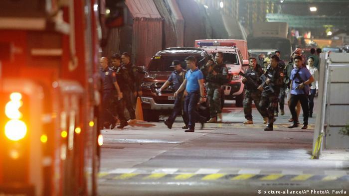Philippinen Anschlag im Hotelkomplex Resorts World Manila (picture-alliance/AP Photo/A. Favila)