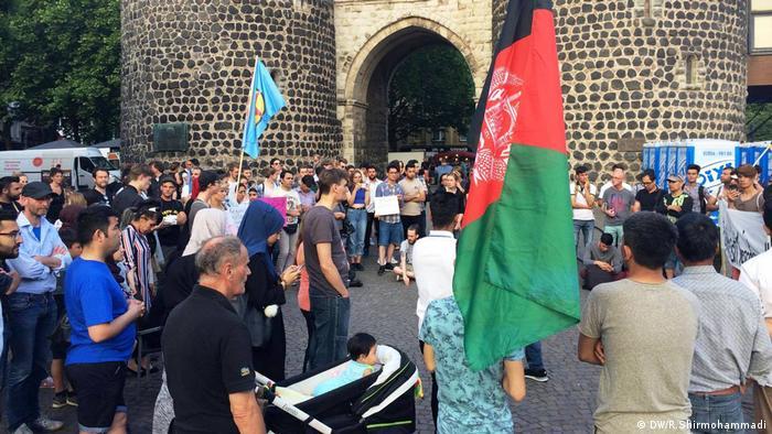 Köln Protest Abschiebung nach Afghanistan (DW/R.Shirmohammadi)