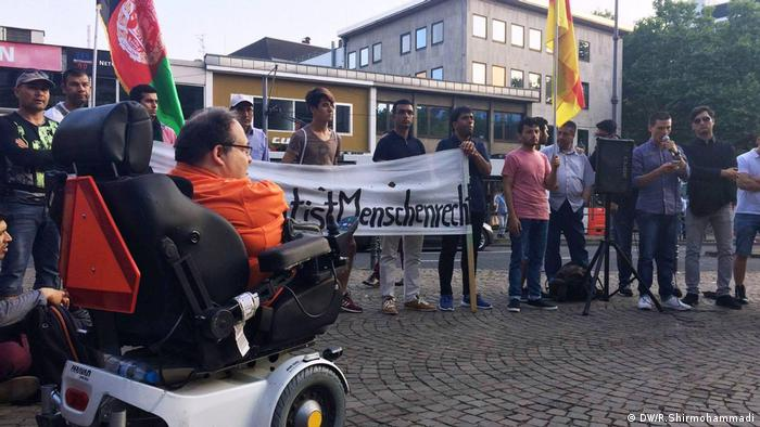 Nürnberg Protest Abschiebung nach Afghanistan (DW/R.Shirmohammadi)