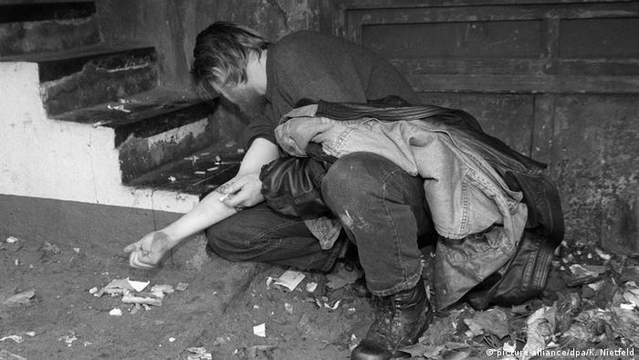 Deutschland Drogenkonsum im Hamburger Bahnhofsviertel (picture-alliance/dpa/K. Nietfeld)