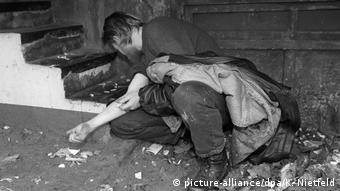Grandes concentrações de usuários de heroína em locais públicos na Alemanha ocorriam até a década de 1990