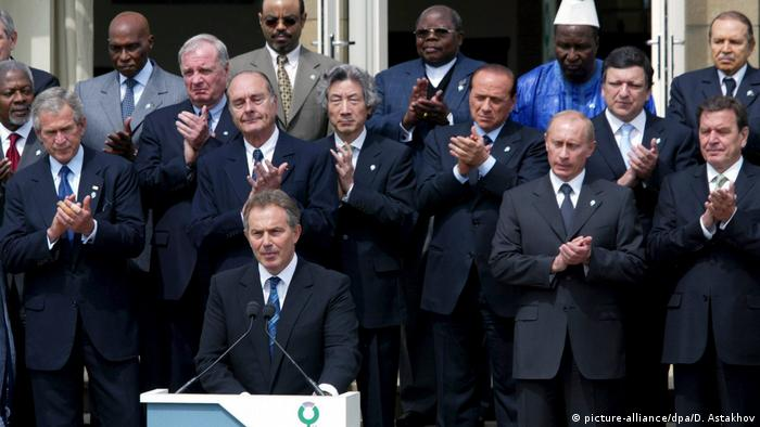 Tony Blair with other G8 leaders at the 2005 G8 summit in Gleneagles (picture-alliance/dpa/D. Astakhov)